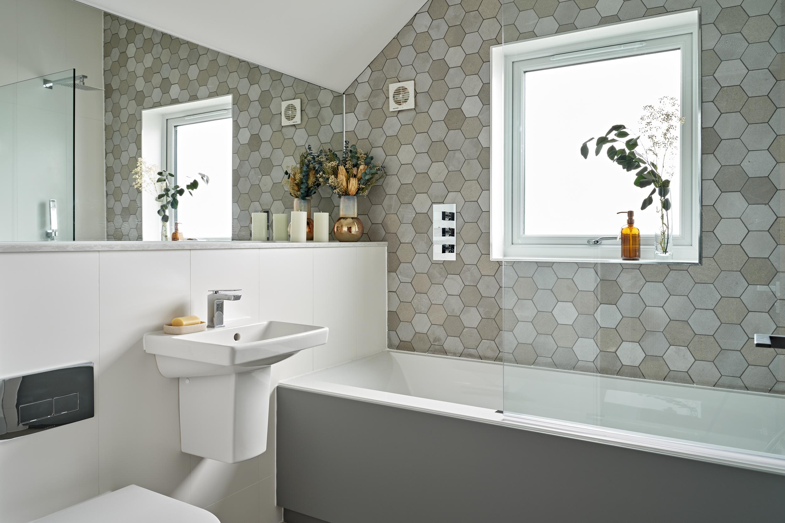 Modern bathroom at Lime Grove, Gloucester by MELT Homes